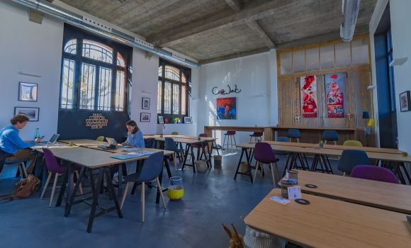 caption/coworking-open-space-la-rochelle-urbidesk-tm4l.jpg